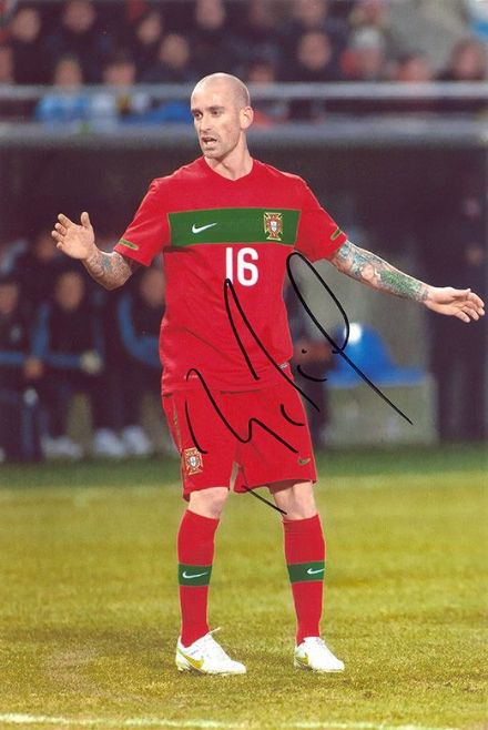 Raul Meireles, Portugal, Porto, Chelsea, Liverpool, signed 12x8 inch photo.